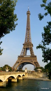 De Eiffeltoren vanaf de Seine
